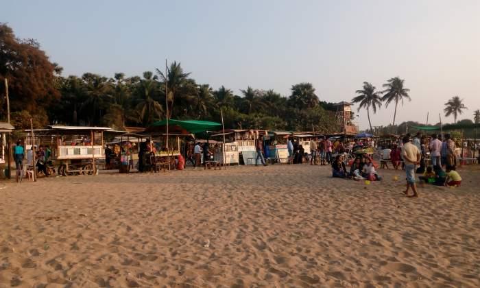 Aksa-Beach-Vendors